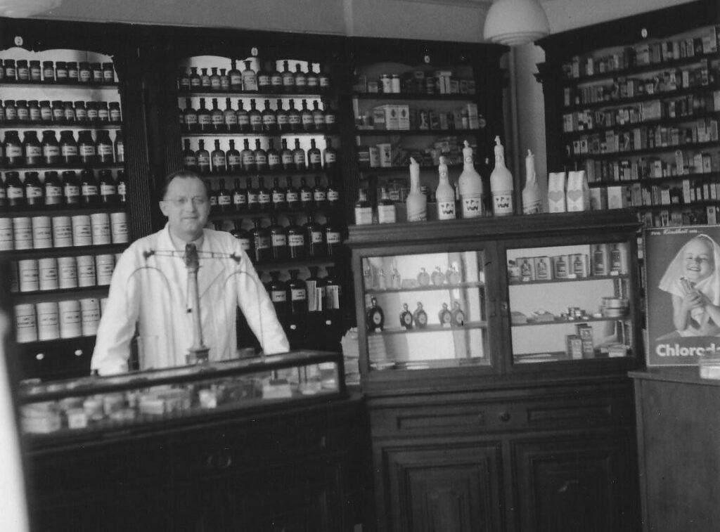 1951 - Eröffnung der Mozart-Apotheke in der Mozartstraße 2 unter Dr. Heinrich Ober